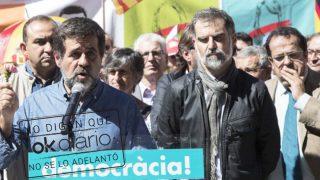 Jordi Sànchez y Jordi Cuixart, máximos dirigentes de la ANC y Òmnium, respectivamente. (Foto: EFE)