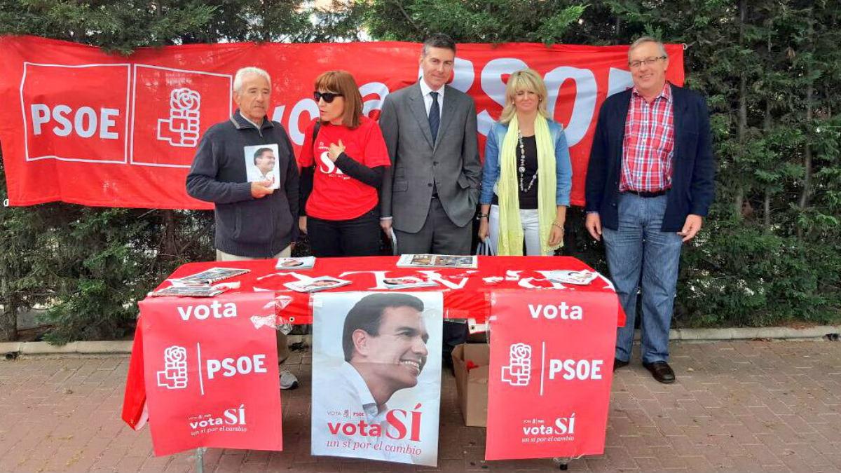 El director de Urbanismo Fernando Rodríguez (en el centro), con el director de recursos humanos y el secretario de la ejecutiva del PSOE de Leganés, Pepe Calvente.