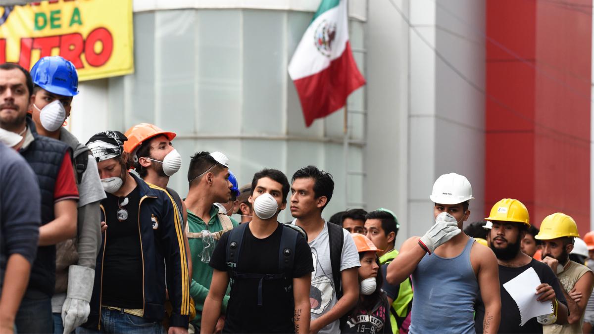 Rescatadores tras el terremoto de México. (Foto: AFP)