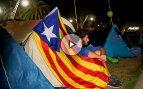 Unos 200 independentistas pasan la noche frente al TSJC para intimidar a los jueces