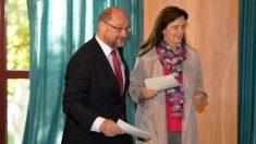 Martin Schulz y su esposa, Inge, a la hora de votar en Wuerselen (oeste de Alemania). (AFP)