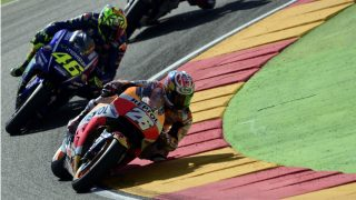 Valentino Rossi y Pedrosa durante el GP de Aragón de MotoGP. (AFP)