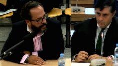Álvaro Pérez 'El bigotes' y el abogado Javier Vasallo en un juicio del caso Gürtel.