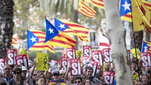 Manifestación independentista en Barcelona. (Foto: EFE)