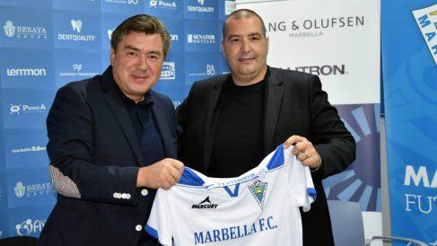 Alexander Grinberg (izqda-) junto al ex vicepresidente del Marbella FC, Raffaele Pandalone.