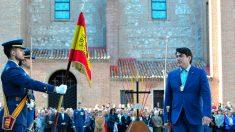 El alcalde de Alcorcón, David Pérez, jurando Bandera