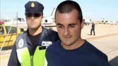 El etarra Sergio Polo Escobes, en uno de sus traslados policiales.