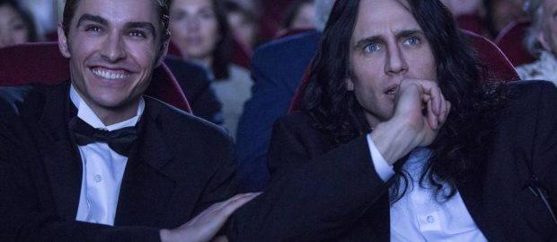 Dave Franco interpreta a Greg Sesteros y James Franco (dcha) interpreta a Tommy Wiseau en 'The Disaster Artist'