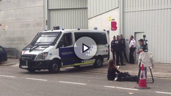 La Guardia Urbana custodia las urnas del estado en Barcelona ante posibles incidentes