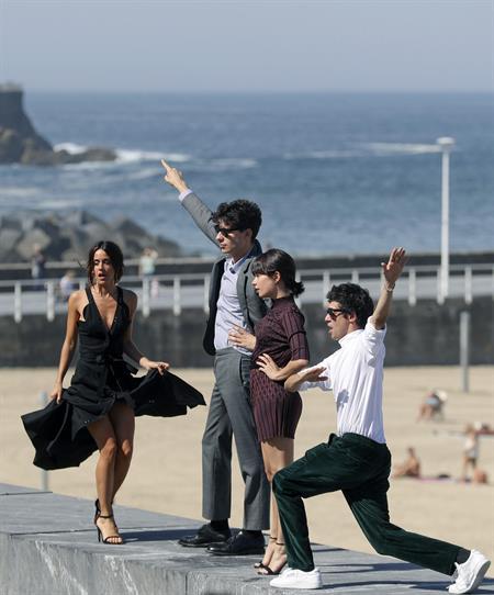 Macarena García, Anna Castillo y 'Los Javis' en el Festival de San Sebastián. Foto: EFE