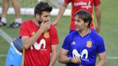 Lopetegui junto a Piqué, en un entrenamiento de la selección. (Getty)