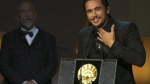 James Franco con el máximo galardón del Festival de San Sebastián por su película 'The Disaster Artist'. Foto: EFE
