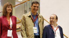 Idoia Mendia, Pedro Sánchez y Miquel Iceta. (Foto: EFE)