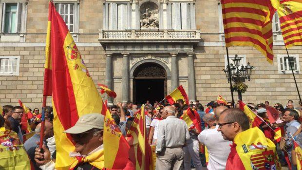 Concentración frente a la Generalitat (Foto: OKDIARIO)