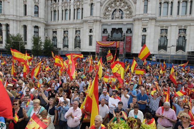 Resultado de imaxes para Barcelona España sale a la calle