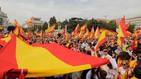 Banderas de España frente al ayuntamiento de Madrid. (Foto: FRANCISCO TOLEDO)