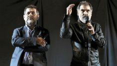 Jordi Sánchez y Jordi Cuixart en el asedio del año pasado (Foto: Efe).