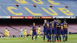 Los jugadores del Barcelona celebran un gol de Messi ante un Camp Nou vacío. (EFE)