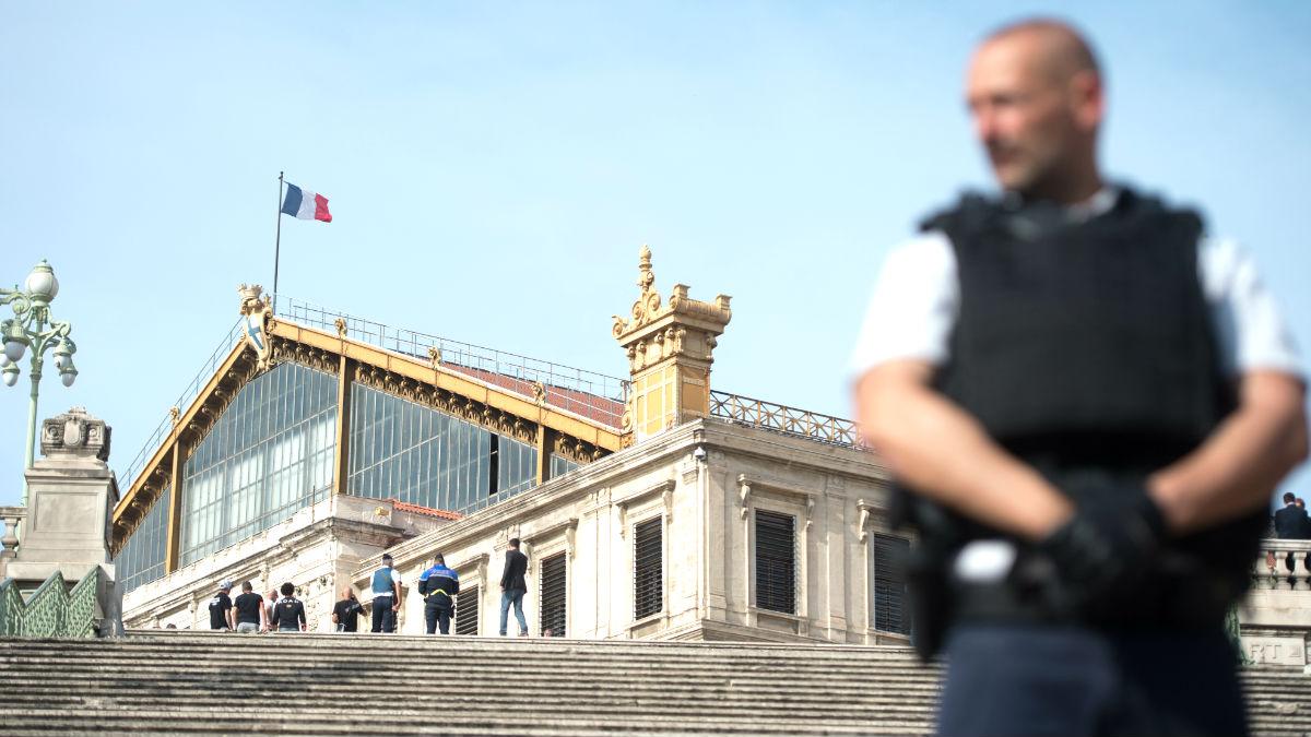 Un agente de la policía francesa (Foto: AFP).