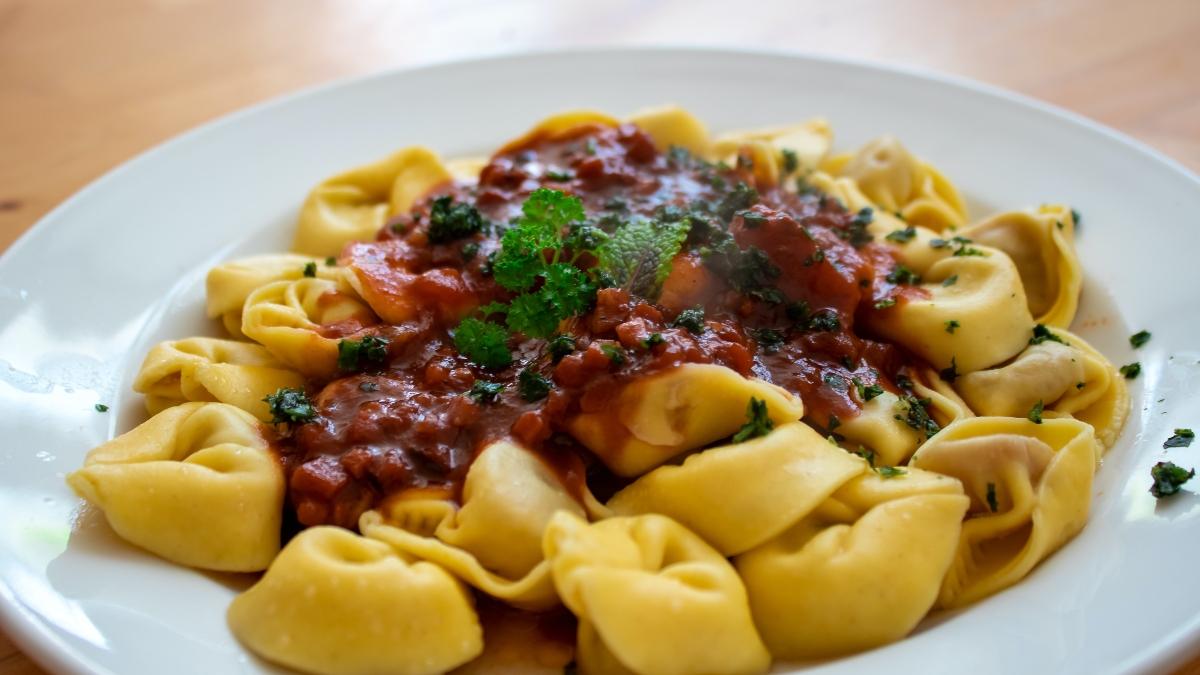 Receta de Tortellini con salsa de tomate casera muy fácil de preparar