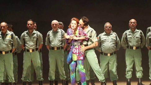 Un legionario se limpia el culo con la bandera de España en una ópera que estrena el Real la víspera 12-O