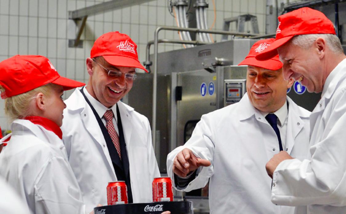 Dimitris Lois, CEO de Coca-Cola en el centro (Foto. Coca-Cola)