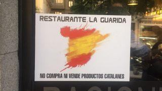 Cartel en La Guarida de Narváez (Foto. OKDIARIO)