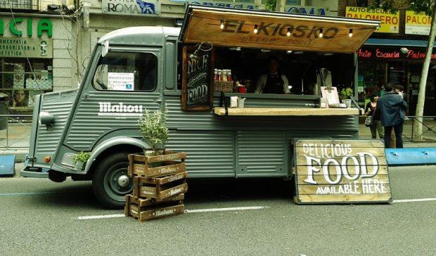 Uno de los 'foodtrucks' que forman parte de MadrEat, la feria dedicada a estos restaurantes móviles en Madrid.