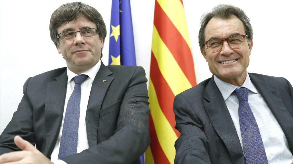 Carles Puigdemont y Artur Mas (Foto: Efe).