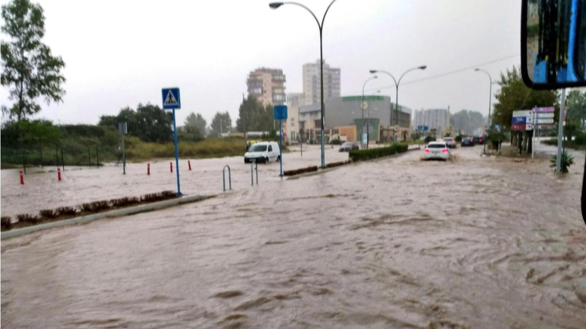 Las calles de Calpe (Alicante), inundadas por las fuertes lluvias de octubre.