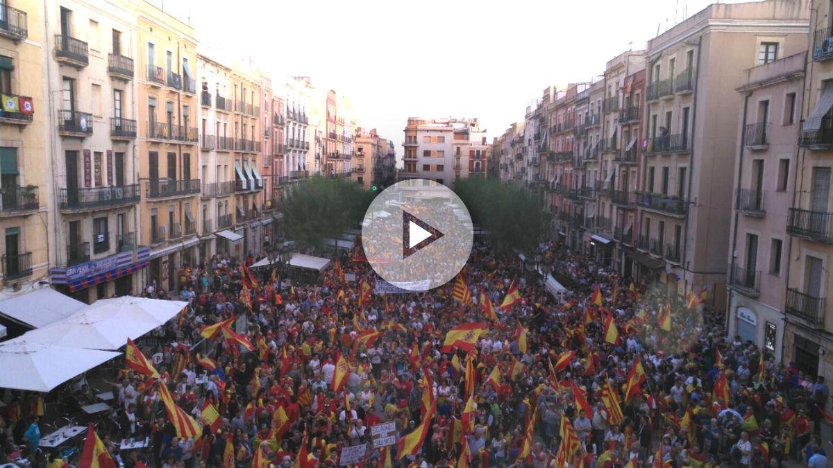 El centro de Tarragona tomado por 10.000 catalanes por la unidad de España.