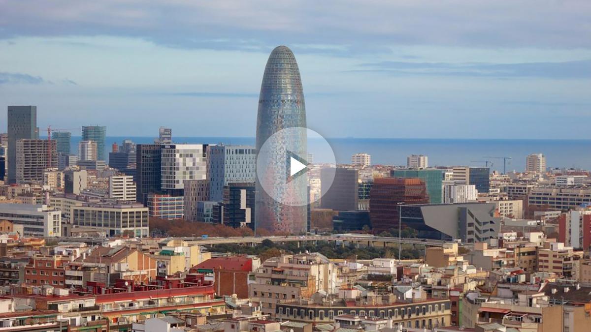 Emblemática Torre Agbar, antigua sede de Aguas de Barcelona.