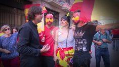 Cake Minuesa, CiudadanOK, con los manifestantes de Barcelona.