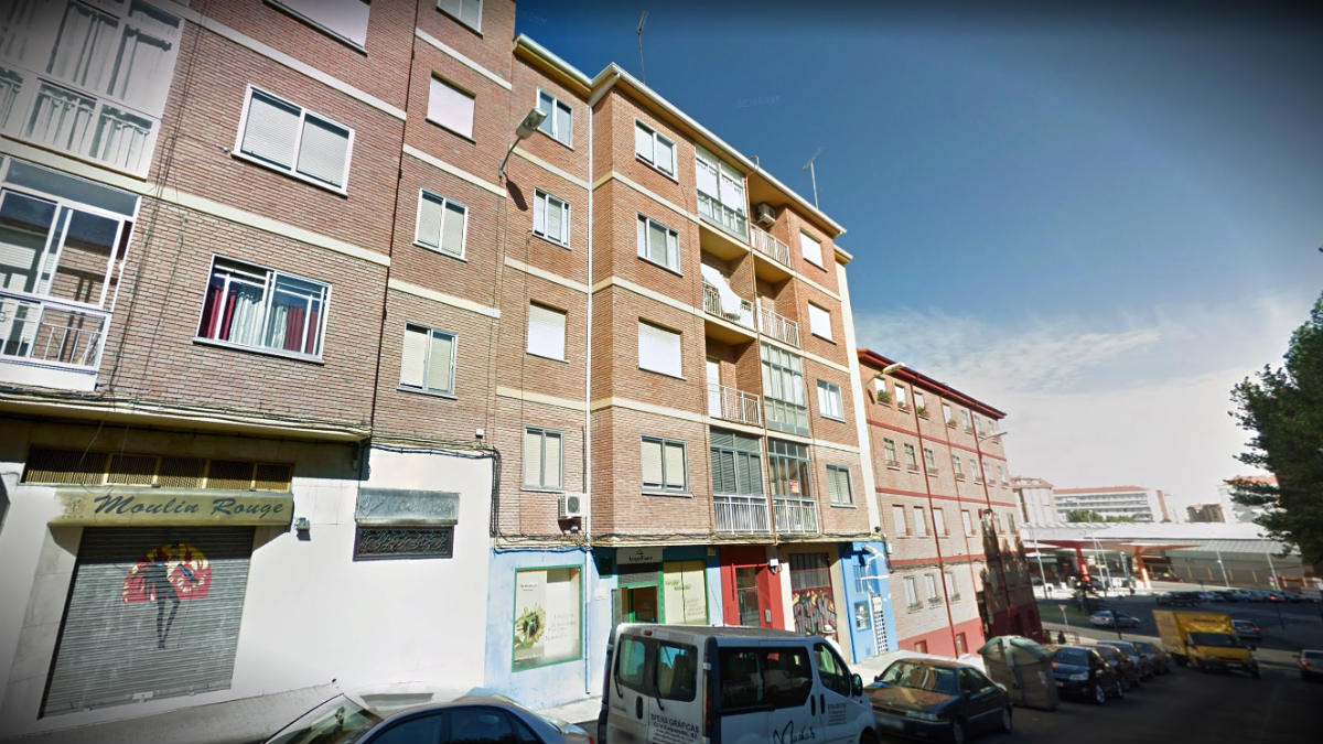Fachada del número 21 de la calle Campo de Marte, en Zamora, donde se halló el cadáver.