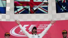 Lewis Hamilton celebra el triunfo en Suzuka. (AFP)