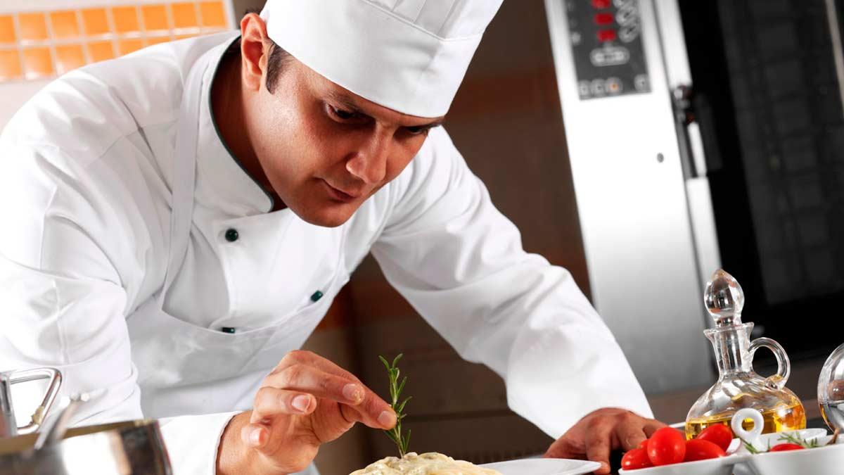 ¿Por qué los cocineros llevan sombreros altos?