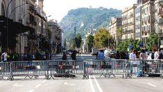 Mossos d'Esquadra perimetrando los alrededores del Parlament. (Foto: EFE)