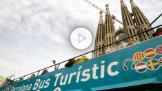 Autobús turístico frente a la Sagrada Familia de Barcelona (Foto: GETTY).