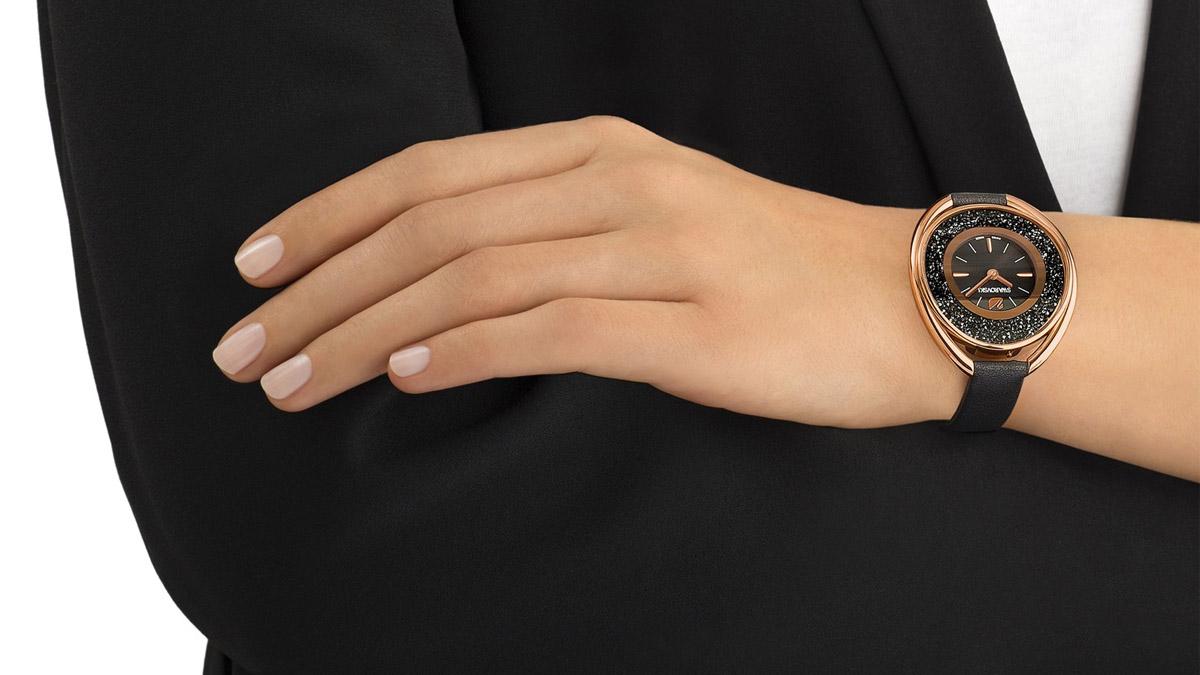 Si tienes que hacer un regalo a tu pareja, apuesta por los relojes Swarovski de mujer. ¡Con ellos acertarás siempre!