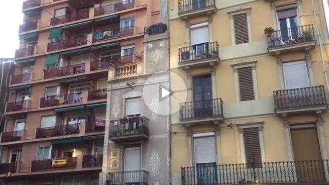 Barcelona decepcionada con Puigdemont: desaparece la mayoría de las esteladas de las fachadas