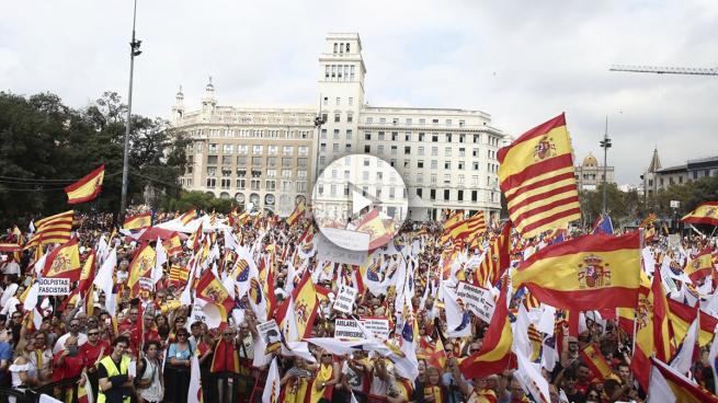 Miles de personas se manifiestan en Barcelona para celebrar la Fiesta Nacional