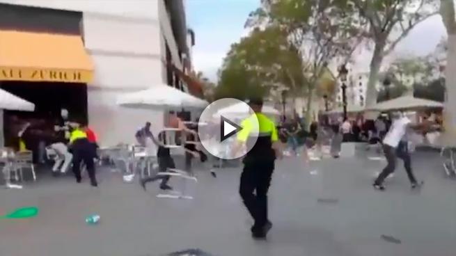 Investigan si ultras del Valencia, Atlético y Sabadell están involucrados en la brutal pelea de la Plaza Cataluña