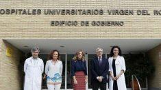 El Equipo del Hospital Universitario Virgen del Rocío de Sevilla que ha hecho posible el nacimiento del tercer 'bebé medicamento' nacido en España. Foto: EFE