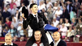 Alejandro Talavante sale a hombros este viernes en Zaragoza (Foto: Efe).