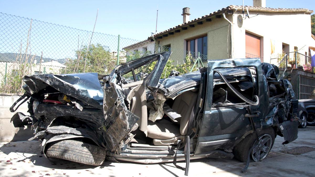Estado en el que quedó el vehículo siniestrado (Foto: Efe).