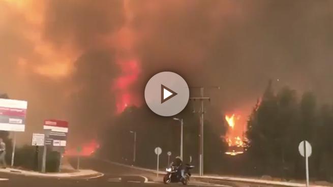 Feijóo sigue la situación de los incendios que asolan Galicia desde el centro de coordinación