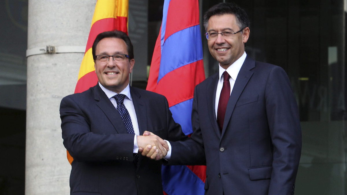 Ramón Adell en la toma de posesión de Bartomeu como presidente del FC Barcelona. (Foto: EFE)