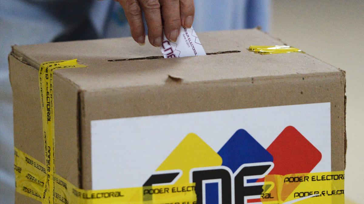 Urna de las elecciones regionales de Venezuela. (Foto: AFP)