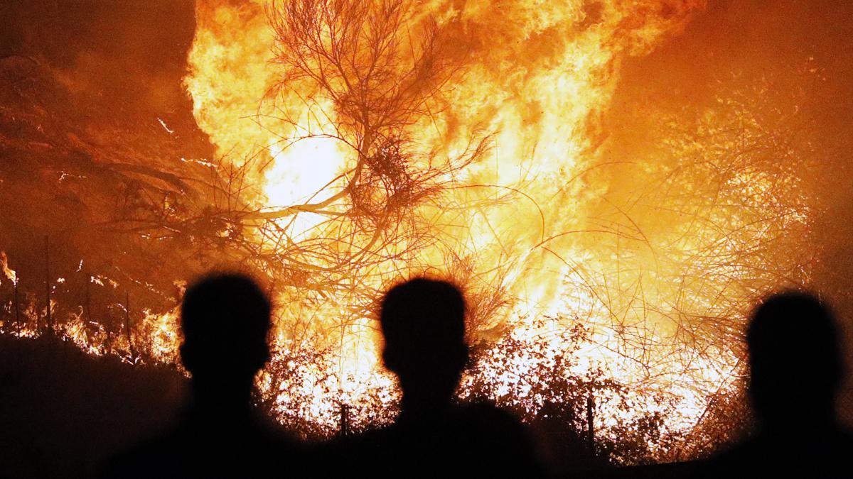 Fuego en Galicia. (Foto: EFE)