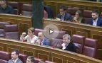 Una diputada independentista le hace un corte de mangas a Toni Cantó en el Pleno del Congreso